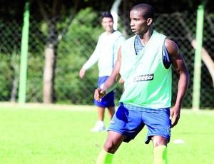 Thiago Mendes, volante do Goiás (Foto:  Zuhair Mohamad / O Popular)