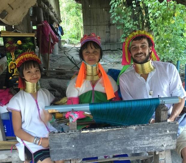 Jayme Matarazzo na tribo das mulheres girafa, na Tailândia (Foto: Reprodução/Instagram)