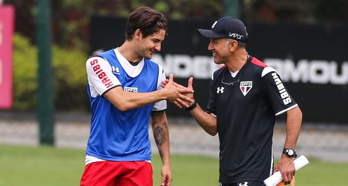 Alexandre Pato e Juan Carlos Osorio, em treino do São Paulo (Foto: André Lucas Almeida/Futura Press)