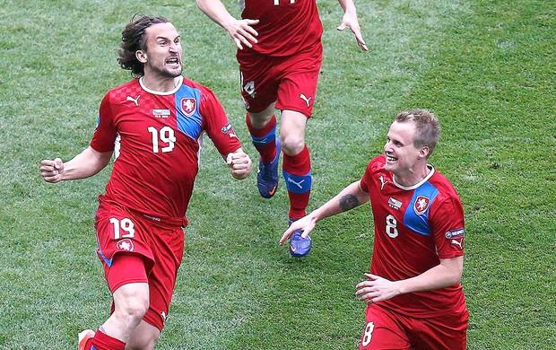 Petr Jiracek comemora gol da Rep. Tcheca contra a Grécia (Foto: Reuters)