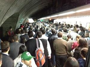 Na Estação Consolação, a dificuldade era chegar até o túnel (Foto: Márcio Pinho/G1)