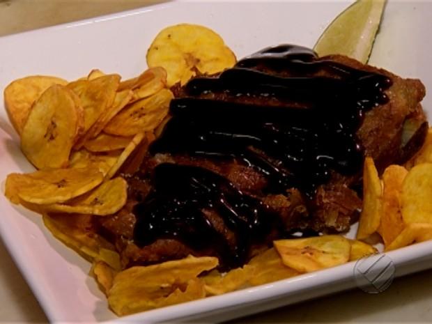 Conheça a receita da costelinha suína com banana frita (Foto: Reprodução/TV Liberal)