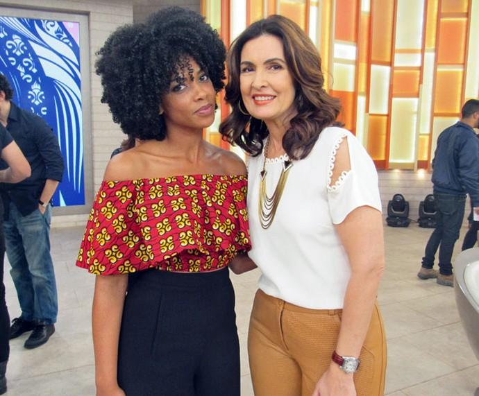 A atriz Heloisa Jorge com a Fátima nos bastidores  (Foto: Juliana Hippert/Gshow)