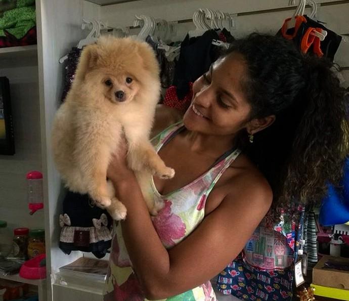 Barbara Reis, a Doninha de 'Velho Chico', também é pet stylist (Foto: Arquivo Pessoal)