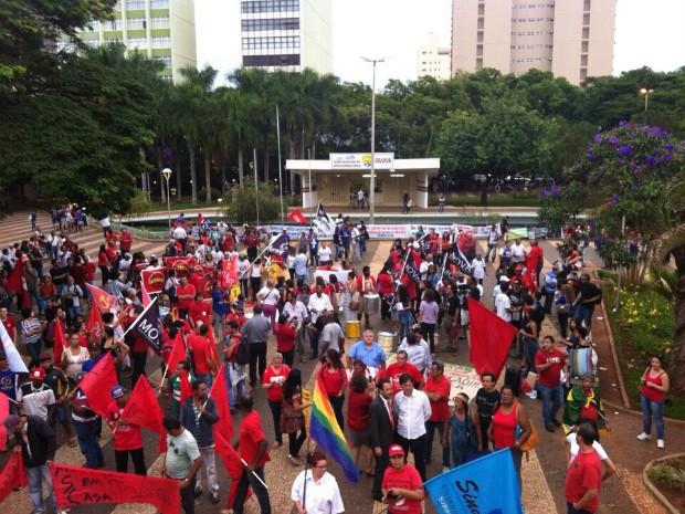 manifestação uberlândia centro 4 (Foto: Fernanda Resende/G1)