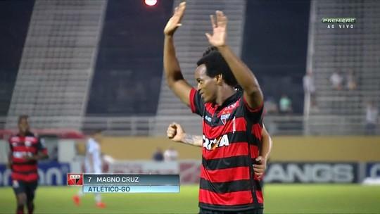 Magno Cruz marca dois, Atlético-GO vence o Bragantino e segue embalado