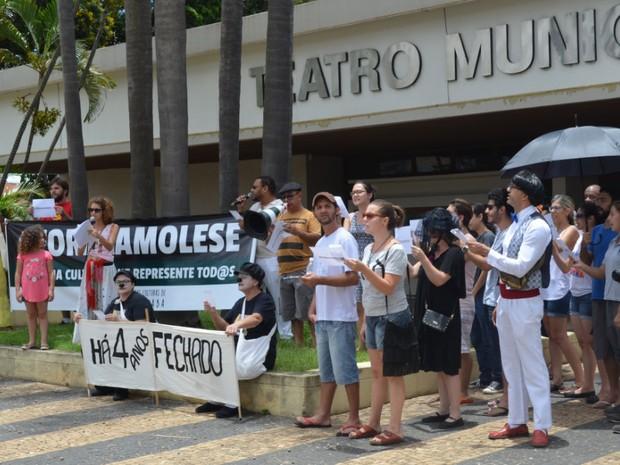 Ato contra nomeação da secretária Rosângela Camolese em Piracicaba (Foto: Juliana Franco/G1)