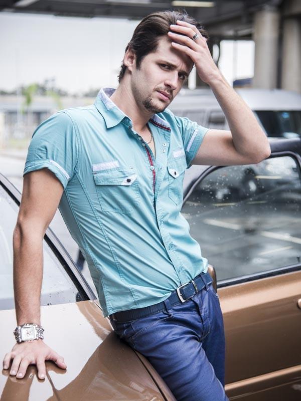 Gil Coelho mostra personalidade do personagem em foto para Gshow (Foto: Raphael Dias/Gshow)