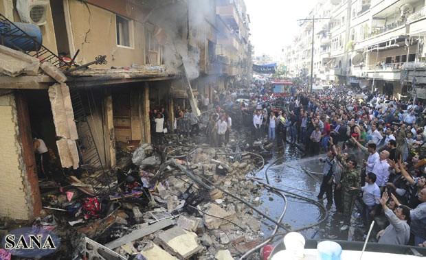 Local do atentado da manhã desta segunda-feira (29) em Jamarana, subúrbio de Damasco (Foto: AFP)