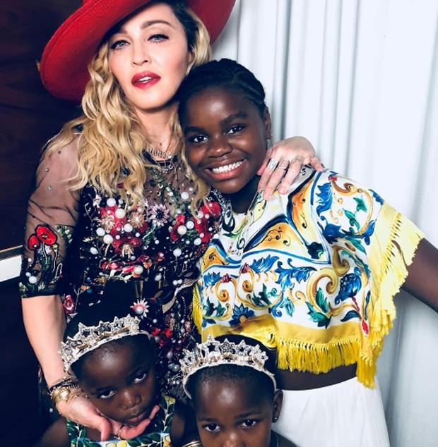 Madonna e as filhas (Foto: Reprodução / Instagram)