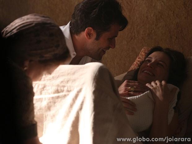 Amelinha surpreende Franz e diz que estava esperando uma filha dele (Foto: Joia Rara / Tv Globo)