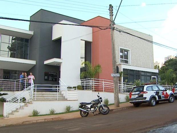 Homem morreu eletrocutado em telhado de centro comercial em Ribeirão Preto (Foto: Reprodução/EPTV)