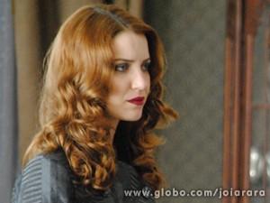 Sílvia acha que Gertrude seria capaz de matar Catarina (Foto: Joia Rara/TV Globo)