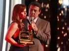 Tá podendo! Viviane Araújo ganha prêmio de TV em festa no Rio