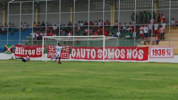 CSP, gol do Tigre no jogo contra o Auto (Foto: Larissa Keren / Globoesporte.com/pb)