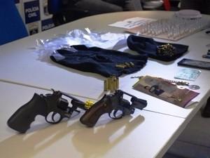 Foram encontradas armas na casa do homem. (Foto: Divulgação/Polícia Civil)