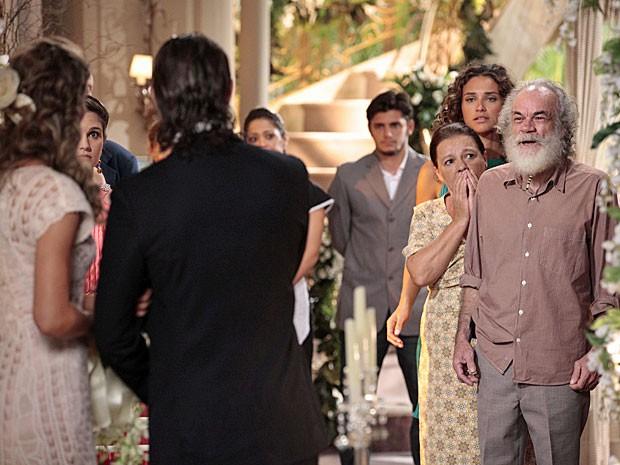 Chico pede para Ester não se casar com Alberto (Foto: Flor do Caribe/TV Globo)