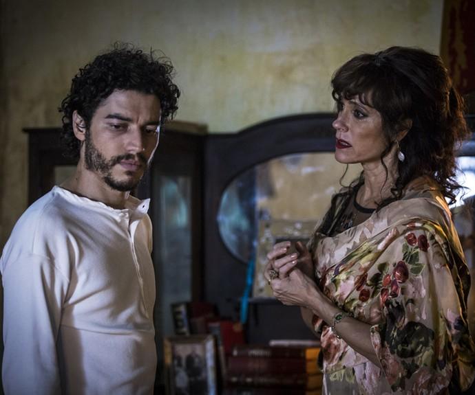Martim e Iolanda se reencontram (Foto: Inácio Moraes/ Gshow)