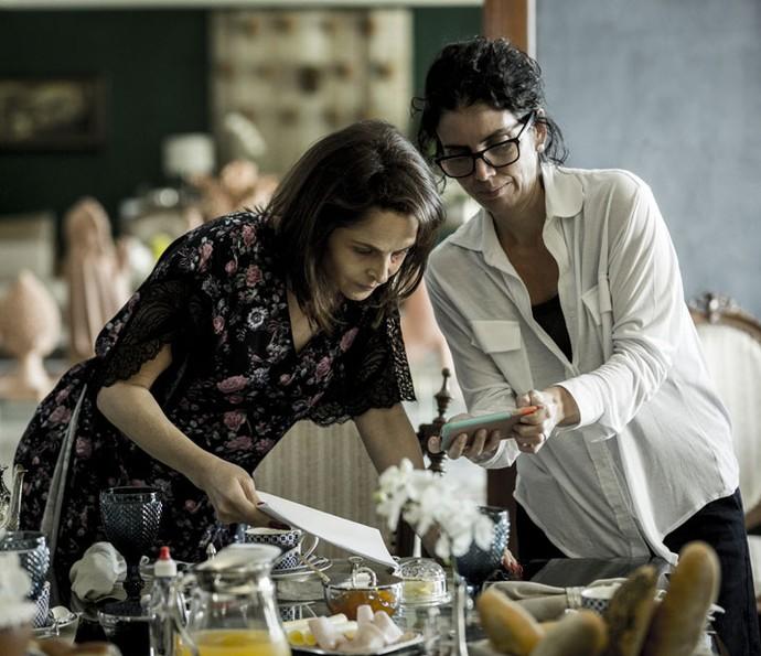 Isabella, uma das diretoras da novela, ensaia o texto com Drica (Foto: Ellen Soares/Gshow)