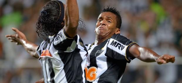 Ronaldinho e Jô, Atlético-MG x São Paulo (Foto: AFP)