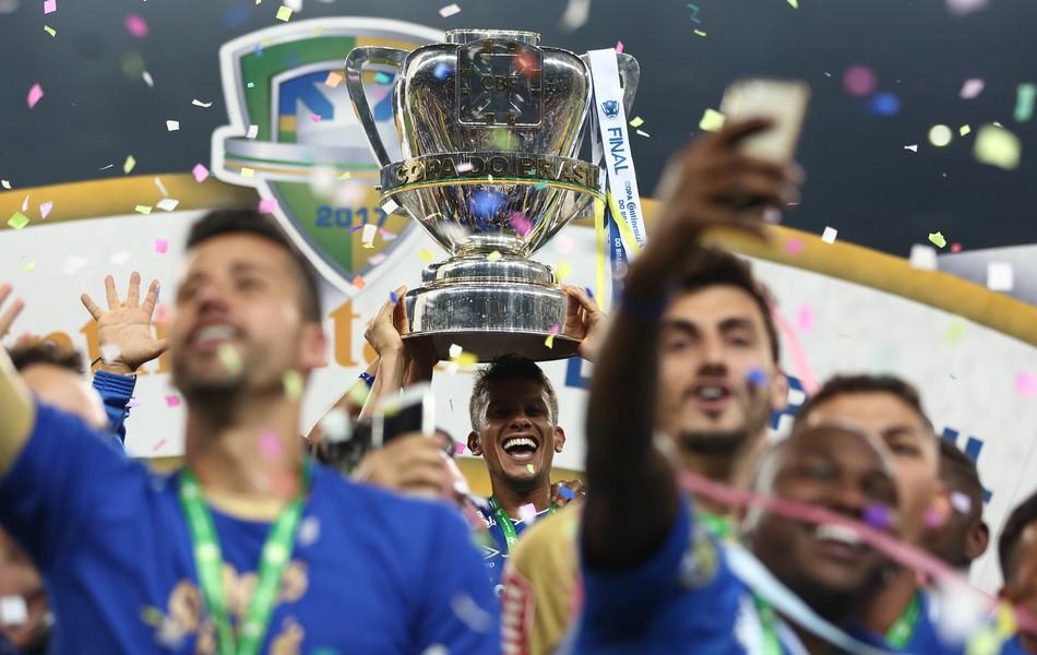 BLOG: A festa segue ou a faixa é carimbada? Os primeiros resultados dos campeões da Copa do Brasil após a conquista