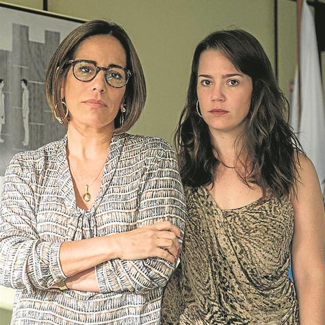 Gloria Pires e Natália Lage numa cena de 'Segredos de Justiça' (Foto: Globo/Renato Rocha Miranda)