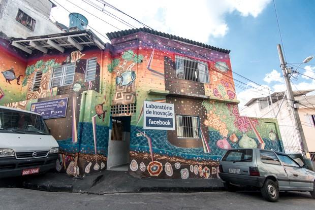 Laboratório de inovação ganhou a arte do grafiteiro Tiago Morya Ishiyama  (Foto: Marcelo Brandt/G1)