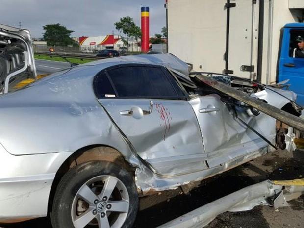 Em uma das prisões, suspeito fugiu e bateu o carro (Foto: Divulgação/Polícia Civil)