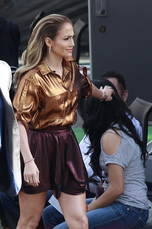 Jennifer Lopez em bastidores de programa em Los Angeles, nos Estados Unidos (Foto: Grosby Group/ Agência)