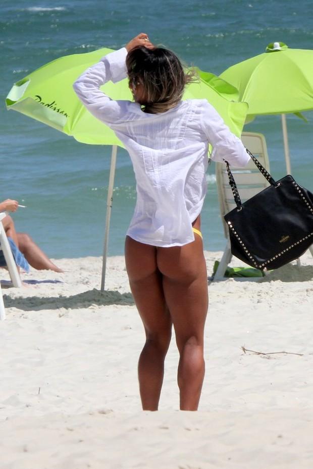 EGO - Mayra Cardi curte praia e mostra boa forma: \'Sempre tive ...
