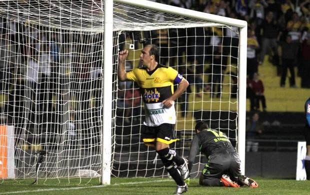 Paulo Baier gol Criciúma (Foto: Fernando Ribeiro / Ag. Estado)