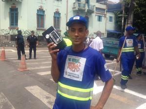 Paulo que participou do primeiro dia de varrição da Operação Braços Abertos (Foto: Márcio Pinho/G1)
