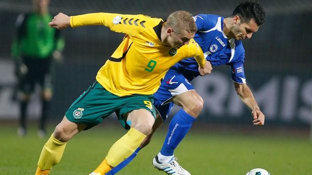 Emir Spahic jogo Bósnia e Lituânia (Foto: AP)