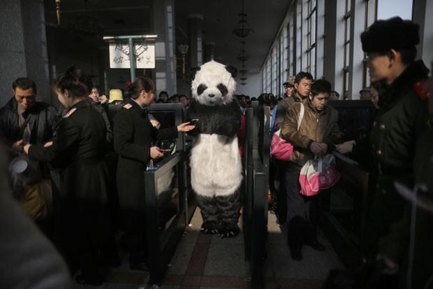 Durante Festival da Primavera, quem mora fora de sua cidade de origem viaja para participar de reuniões familiares (Foto: AFP)