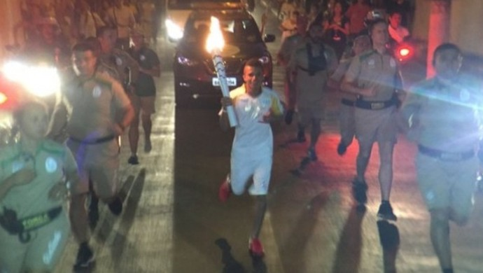 Tocha olímpica em Morrinhos (Foto: Pedro Veríssimo)