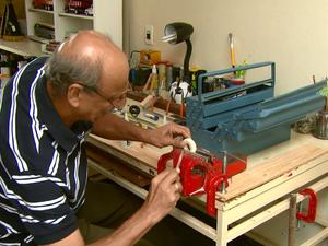 603a527d693 G1 - Artesão utiliza madeira para recriar miniaturas de veículos ...