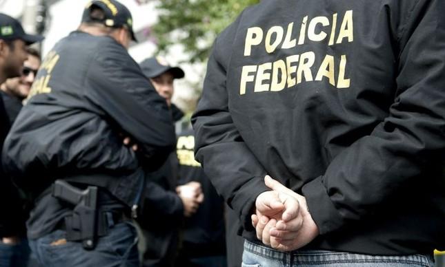 Policiais federais em busca de documentos da Operação Lava Jato (Foto: Divulgação)