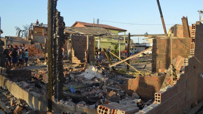 Lutador de MMA John Macapá tem a casa destruída em incêndio no AP (Foto: Wellington Costa/GE-AP)