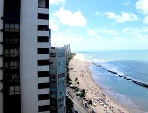 Proximidade de prédios vizinhos (preocupação com segurança) hotel da seleção espanha (Foto: Victor Canedo)