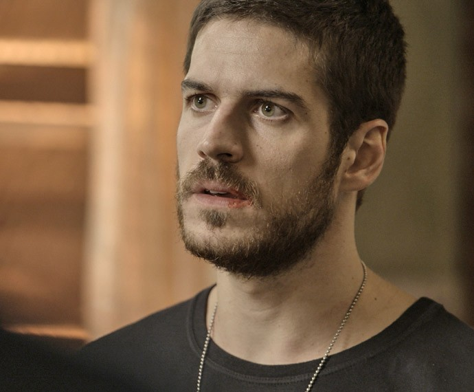 Dante leva um soco de Juliano (Foto: TV Globo)