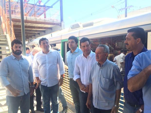 Comitiva fez visita a obra do VLT em Jaraguá (Foto: Michelle Farias/G1)