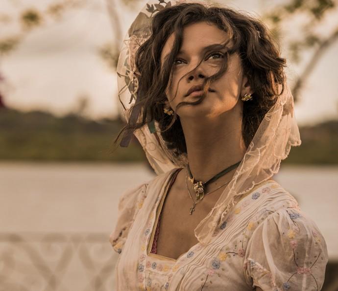 Leonor não resiste ao charme de Afrânio e se entrega  (Foto: Caiuá Franco/TV Globo)