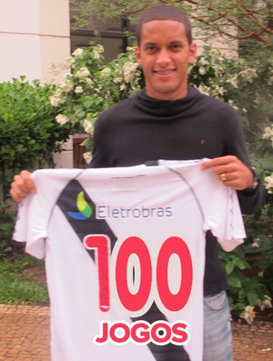 Romulo com a camisa do vasco (Foto: Thiago Fernandes / Globoesporte.com)