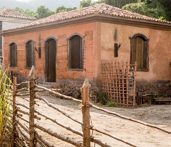 Assim como no século XVIII, pedras e barro foram usados para a construção das edificações (Foto: Felipe Monteiro / Gshow)