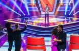 Wagner Barreto coloca técnicos do 'The Voice Kids' para dançar ao som de 'Índia'