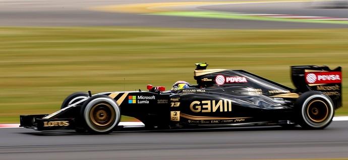 Pastor Maldonado conduz a Lotus no GP da Inglaterra (Foto: Getty Images)