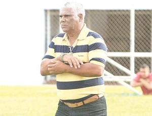Nivaldo Lancuna, ex-técnico do Goiânia (Foto: Diomício Gomes / O Popular)