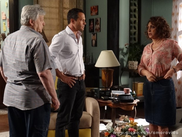 Bruno questiona a mãe (Foto: Amor à Vida/ TV Globo)