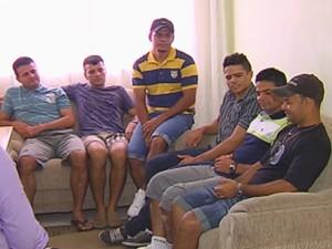 Irmãos e primo brincam com os nomes estranhos que receberam (Foto: Reprodução / TV TEM)