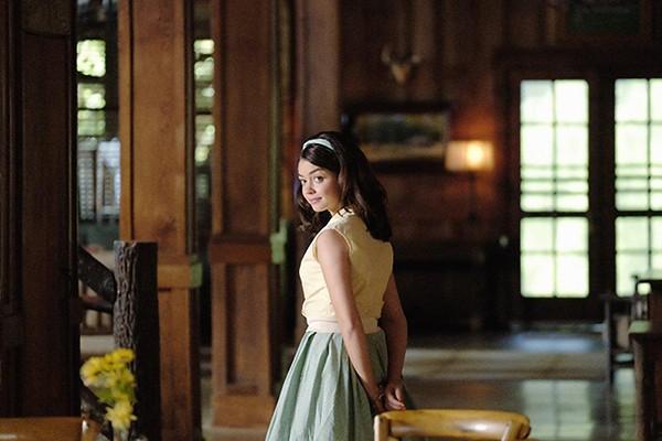 Sarah Hyland em remake de Dirty Dancing (Foto: Divulgação)